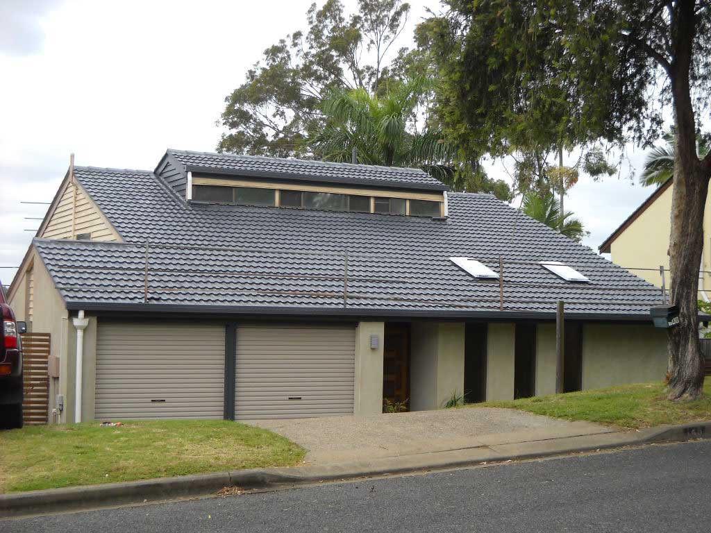 after image of roof restoration in jindalee with new blue gray roof